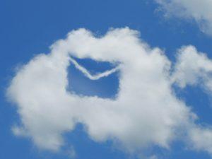 手紙マークの雲