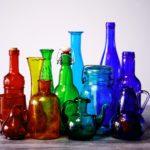 形も色も違う瓶