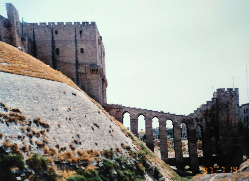 アレッポ城連絡橋と城門