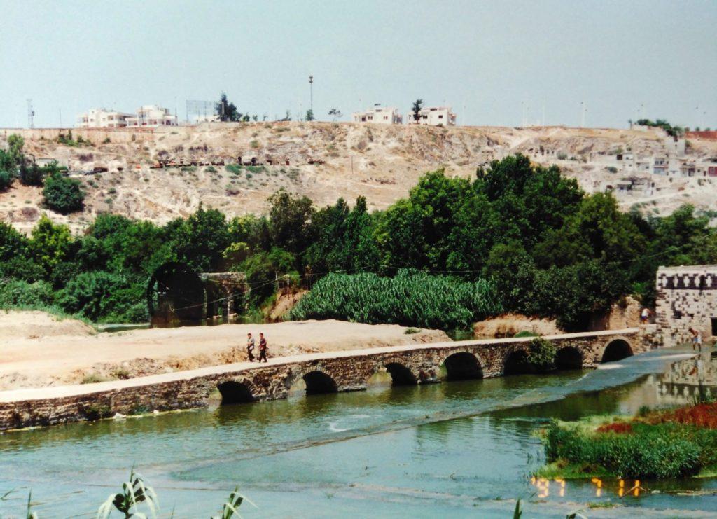 シリアの景色、川と水車と緑