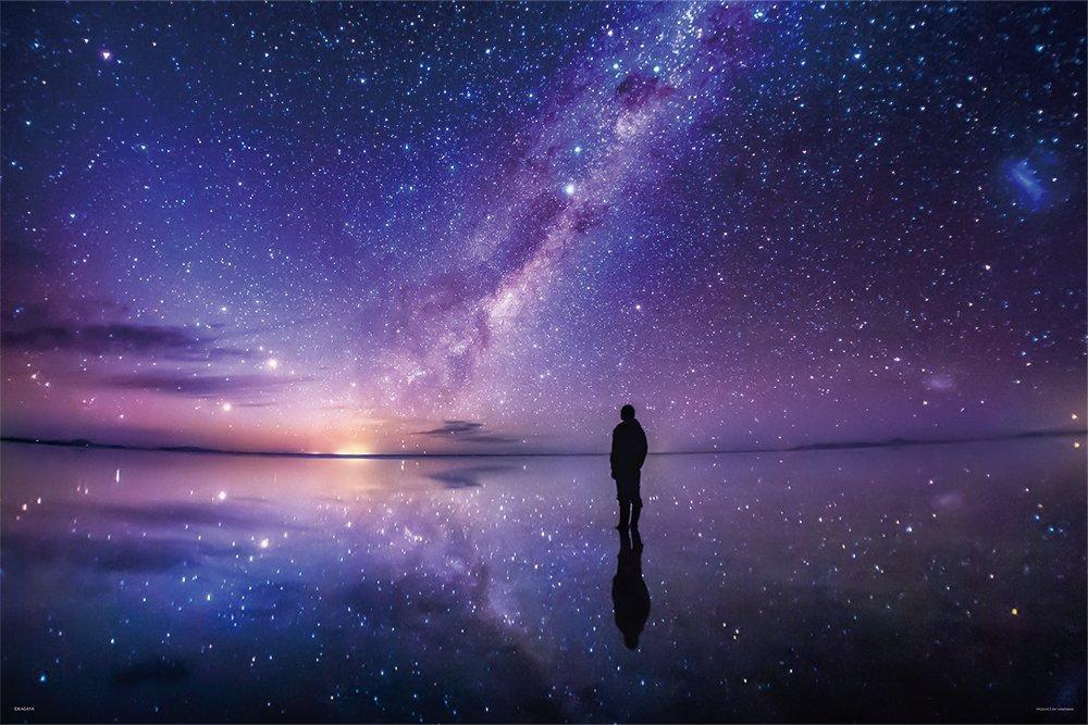天の川が水面に映る景色