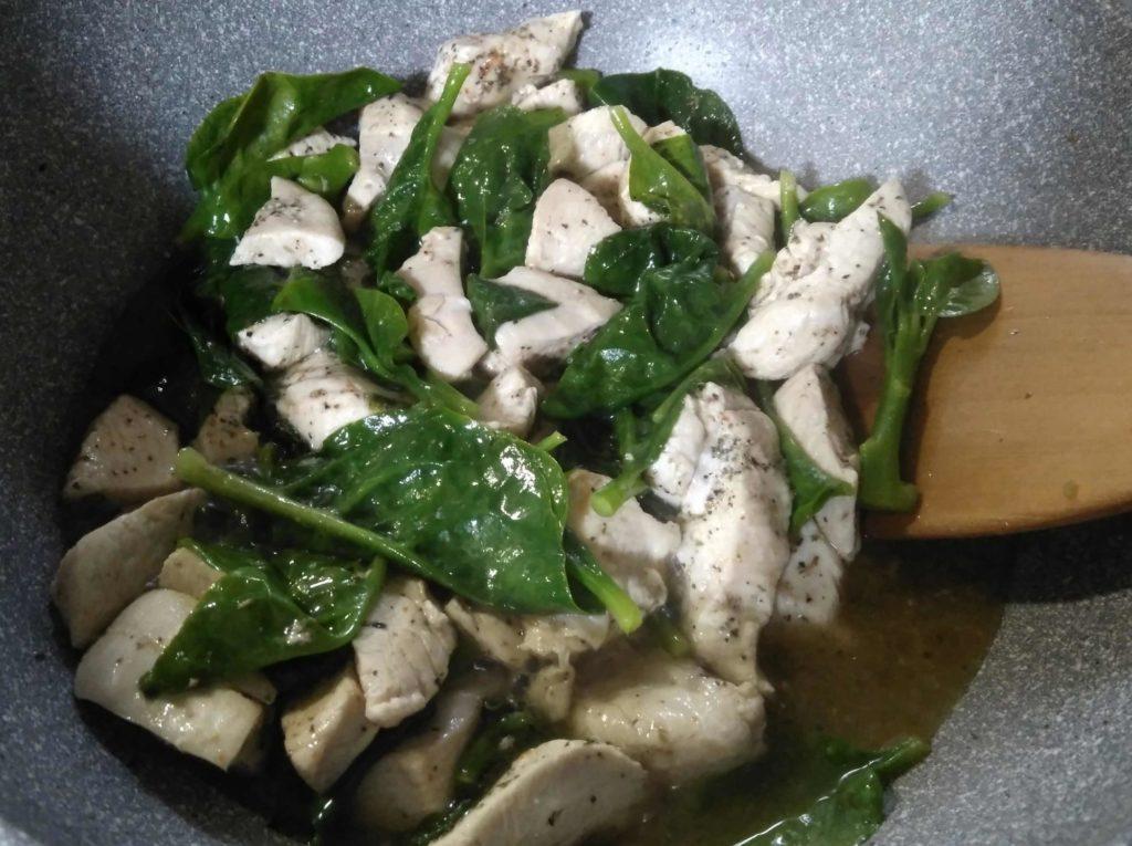 ツルムラサキと鶏肉の炒めもの