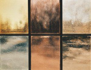 様々な色のガラス窓