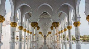 幾何学模様が美しいモスク