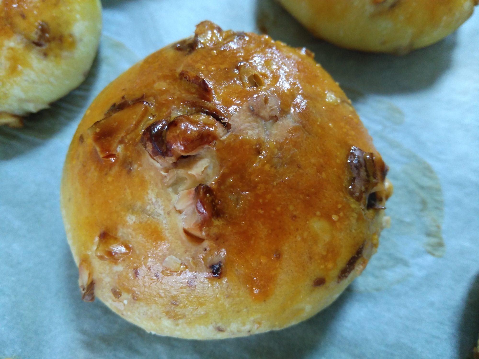 デュラム小麦粉パン+胡桃+チーズ